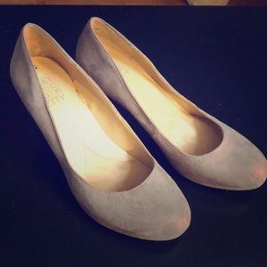 Brand New Beige/Grey suede Naturalizer pumps